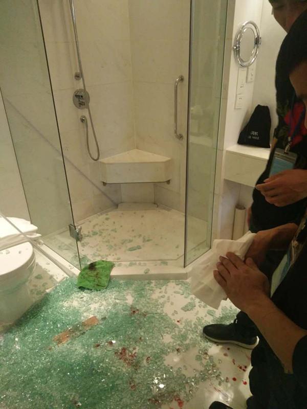 淋浴房玻璃自爆伤人,贴防爆膜可以避免